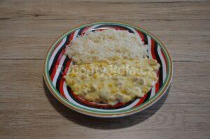 Kuřecí nudličky se smetanou, rýží a kukuřicí