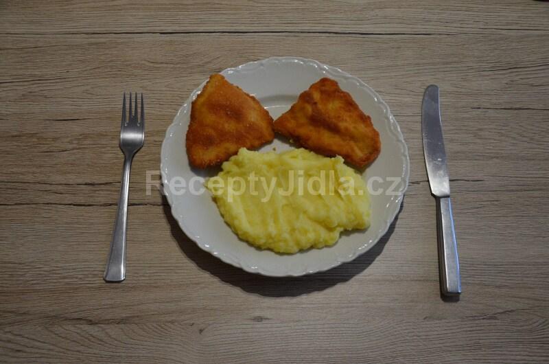 Smažené kuřecí řízky s bramborovou kaší