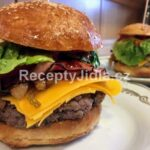 Domácí hamburger s karamelizovanou cibulkou