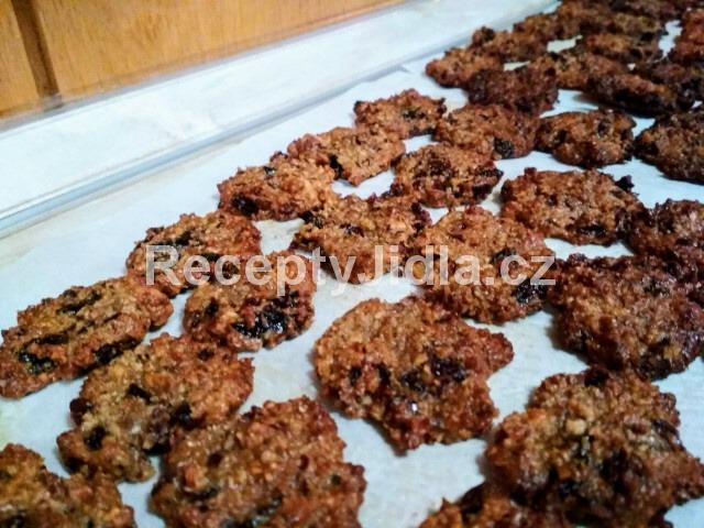 Křupavé ořechové marokánky s brusinkami