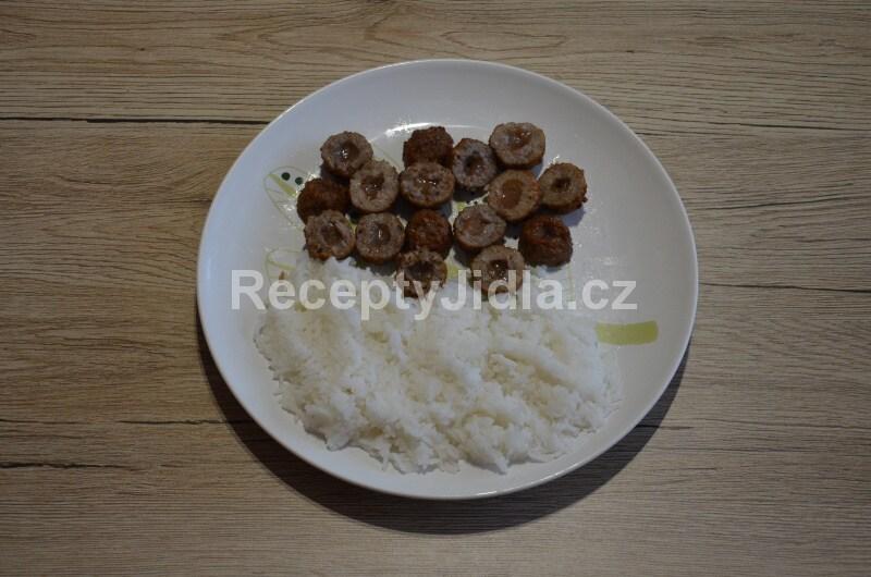 Masové kuličky s brusinkami a rýží