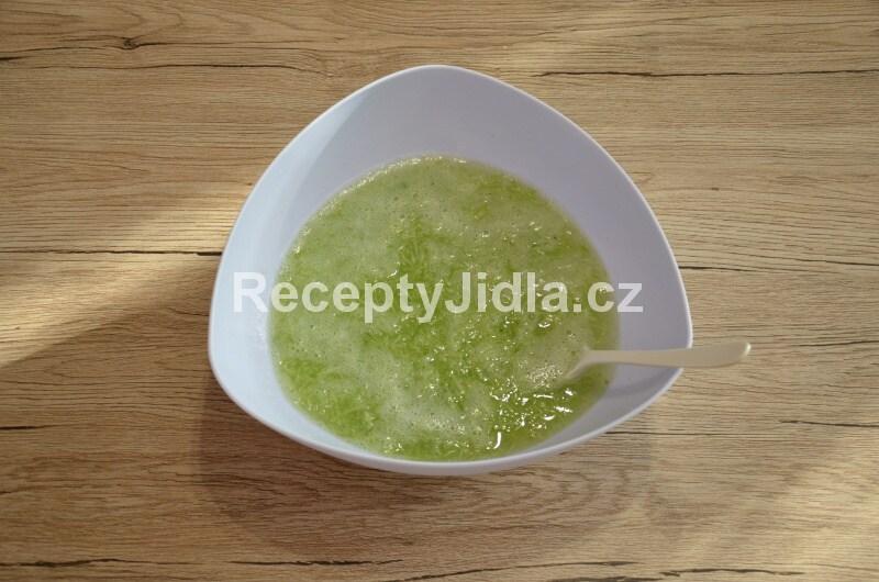 Okurkový salát s octovou zálivkou