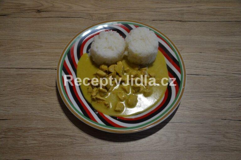 Kuřecí na kari s kokosovým mlékem
