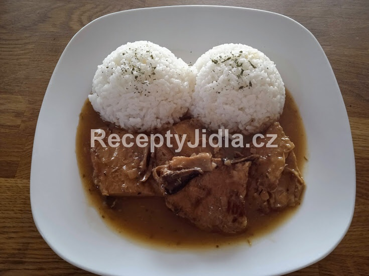 Vepřová kýta na houbách s rýží