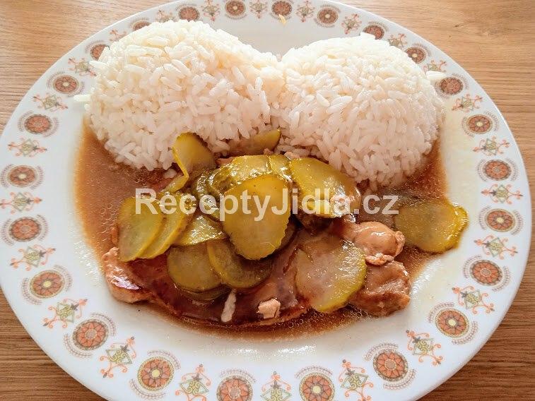 Znojemská omáčka s vepřovým masem a rýží