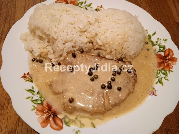 Vepřová kotleta na zeleném pepři s rýží
