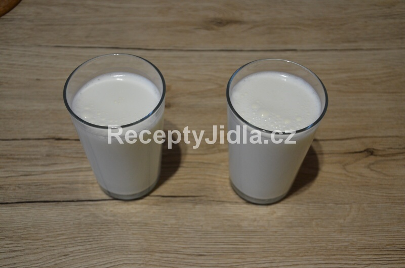 Ayran - turecký nápoj z jogurtu, vody a soli