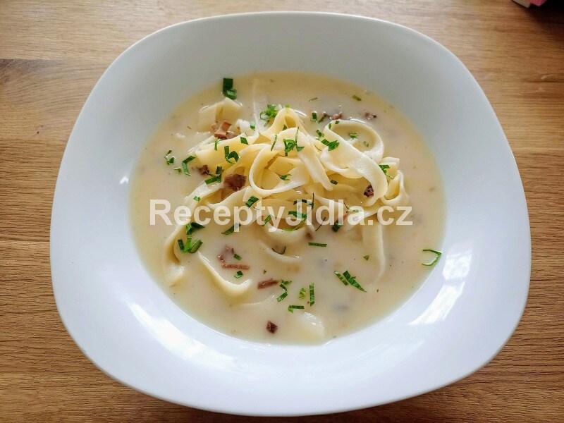 Selská polévka s houbami