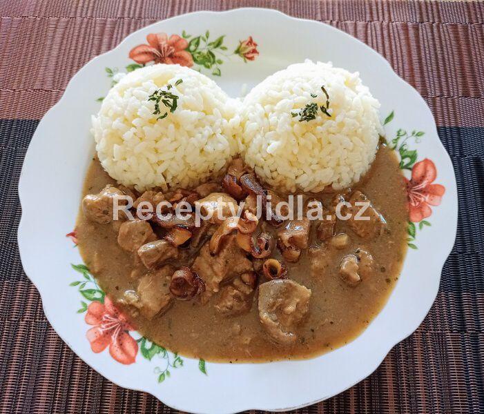 Vepřové maso na slanině s rýží